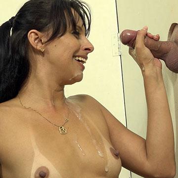 Anny Fernandez usando os pezinhos na Cabine Erotica!
